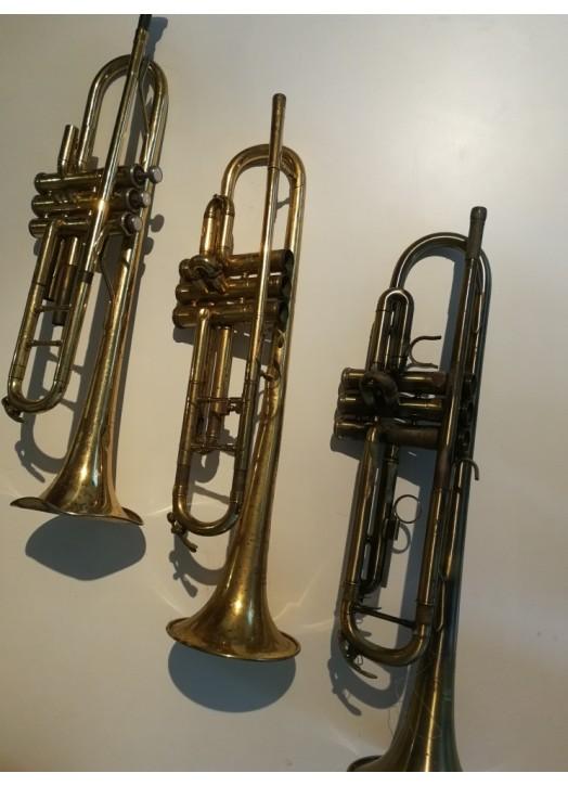 DESTOCKAGE : pour decoration : lot 3 trompettes